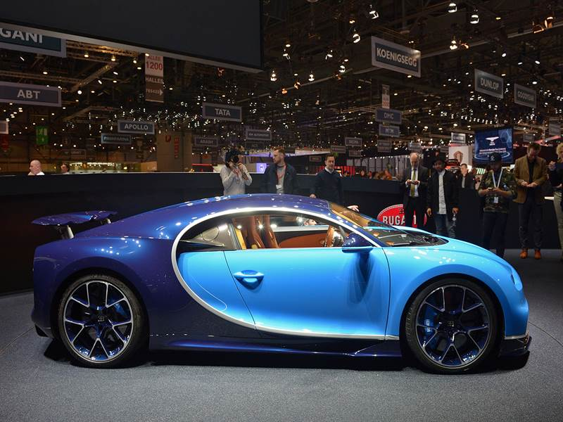 Bugatti Chiron Side View Photo