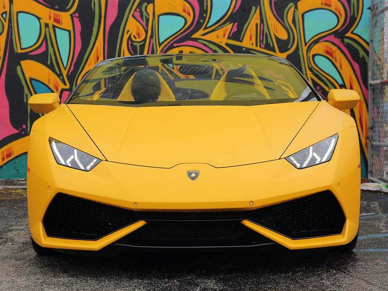 2016 Lamborghini Huracan Front View Picture