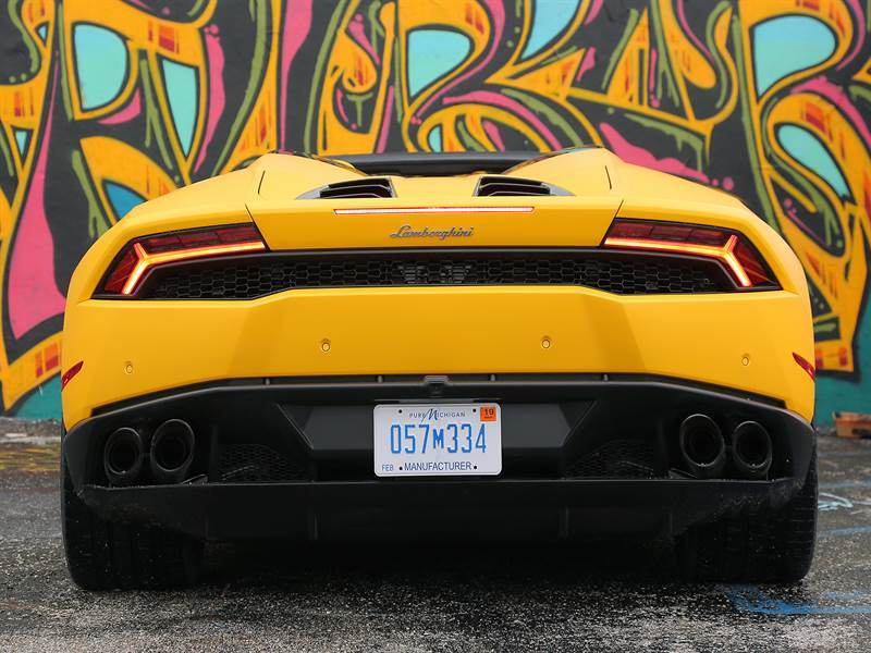 2016 Lamborghini Huracan Rear View Photo