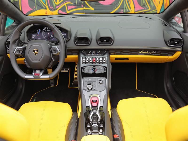 2016 Lamborghini Huracan Interior View image