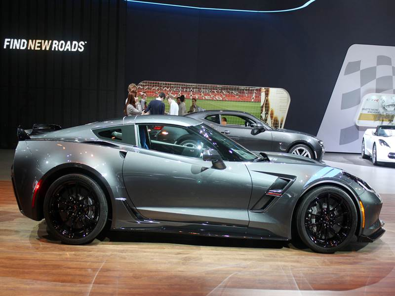 2017 Chevy Corvette Side View Image