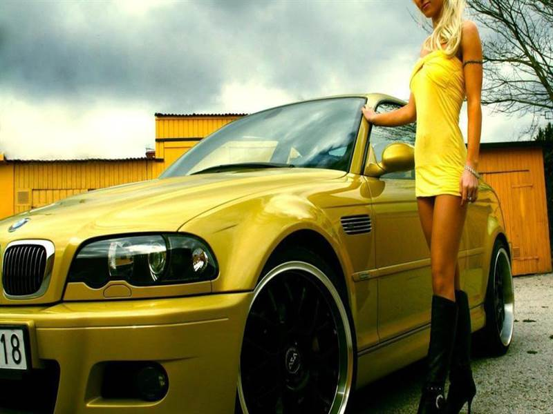 HD Wallpaper of Car with Girl
