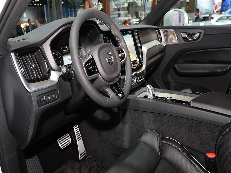 2018 Volvo  XC60 Interior Cockpit View